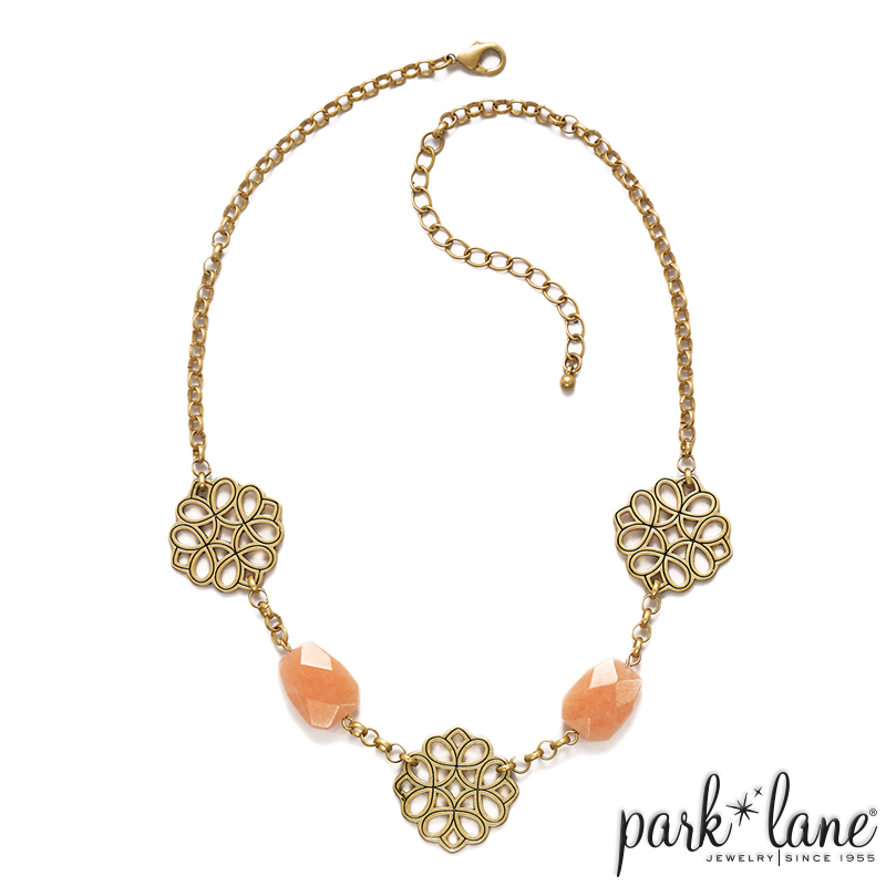 GOLDEN GLOW SHORT NECKLACE Product Video