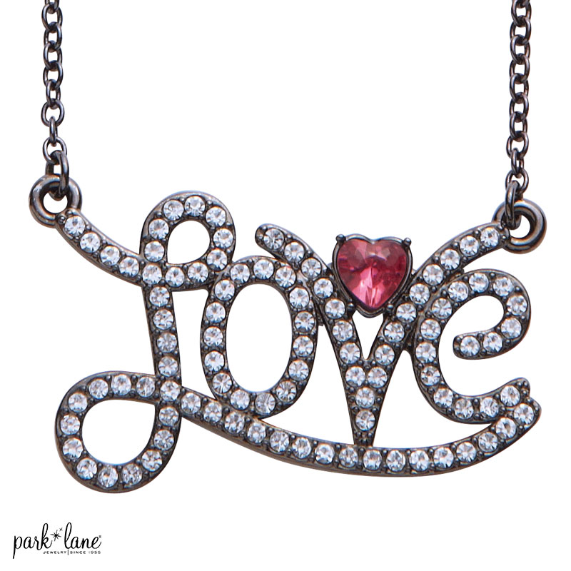 HEARTTHROB NECKLACE Product Video