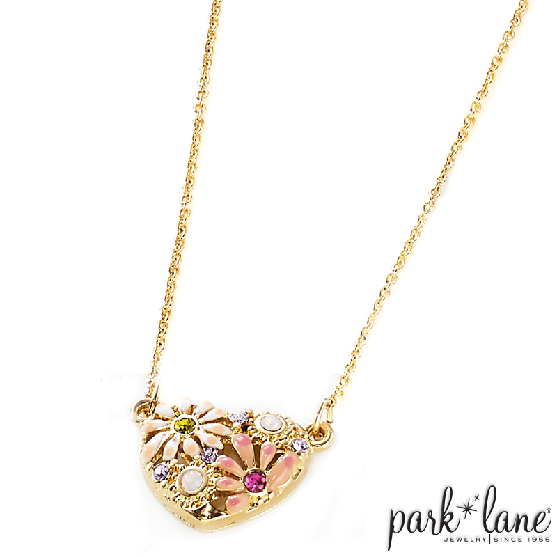 Daisy Necklace Product Video